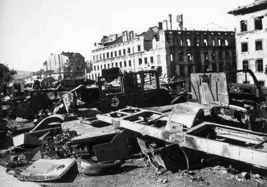 सोवियत संघ ने बुडापेस्ट को स्वतंत्र करने के बाद, 1945 में, सोवियत सैनिकों ने अनुमानित 50,000 हंगरी की महिलाओं के साथ बलात्कार किया।