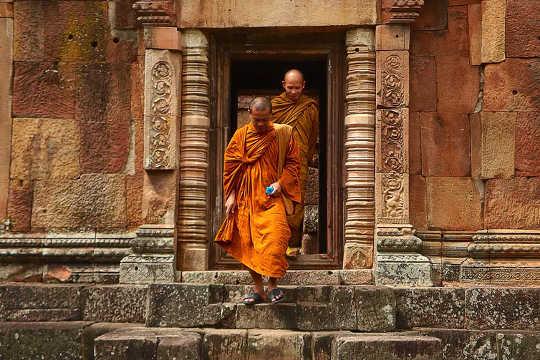 بسیاری از بودایی ها هنوز مراقبه های مرگ و تدبر در قبرستان را انجام می دهند.