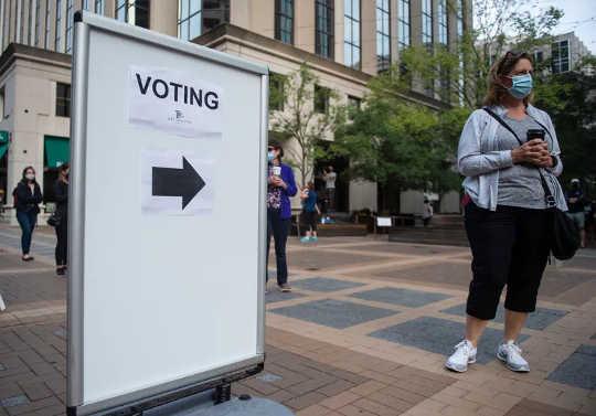 Varför det inte finns någon etisk anledning att inte rösta om du inte kommer ner med Covid-19 på valdagen