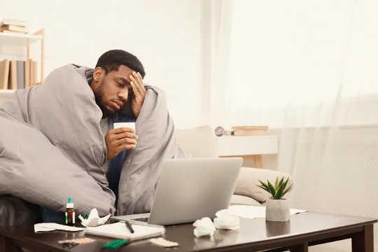 आप घर से काम कर रहे हैं, भले ही आपको लगता है कि बीमार में क्यों कॉल करना चाहिए