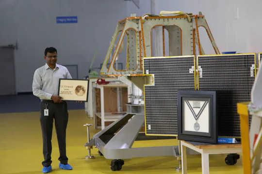 Rahul Narayan liderou a Equipe Indus em busca do Google Lunar X Prize. (uma maneira de resolver os problemas mais urgentes da sociedade)