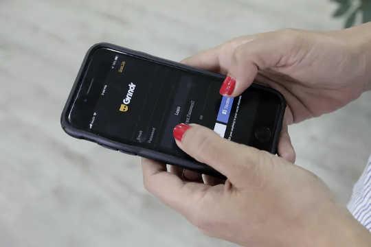Норвежский совет потребителей заявил, что обнаружил «серьезные нарушения конфиденциальности» в том, как рекламные компании получают доступ к личной информации из приложений для знакомств.