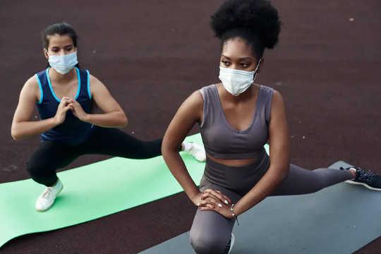 Oefening kan 'n goeie strategie wees om spanning te hanteer wat verband hou met die pandemie. (hoe kan ek dit goed hanteer tydens die pandemie)