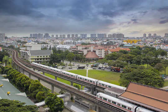 قطع السيارات وتوسيع النقل العام. (كيف يمكن أن يعيش 10 مليارات شخص بشكل جيد بحلول عام 2050 باستخدام نفس القدر من الطاقة كما فعلنا قبل 60 عامًا)