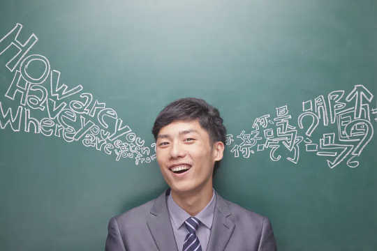 Hoe raak u brein deur tweetalig te wees?