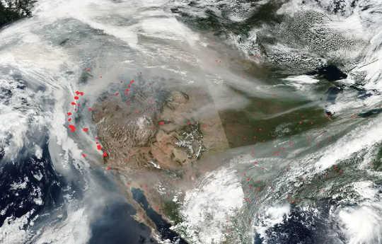 Il fumo degli incendi della California ha raggiunto tutto il paese a metà settembre 2020.
