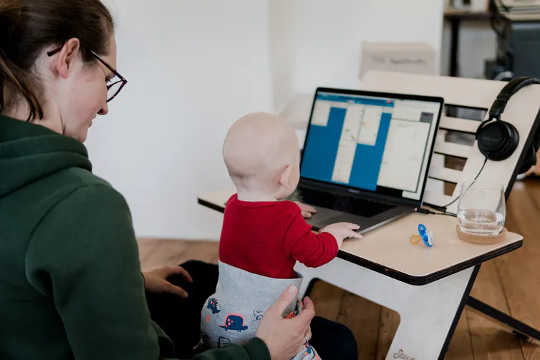 محیط کار برای بسیاری از افرادی که اکنون از خانه کار می کنند به شدت تغییر کرده است.