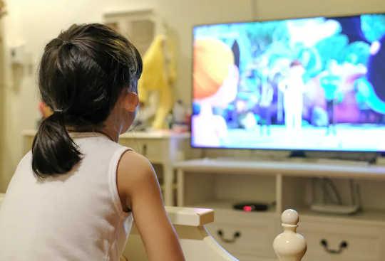 ディズニー、ピクサー、ネットフリックスが子供たちに痛みについて間違ったメッセージを教えている理由