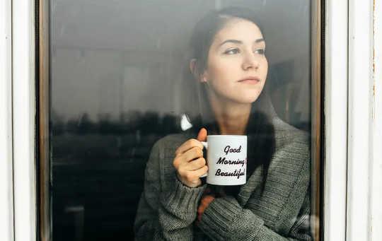 Mengapa Membayar Orang untuk Mengasingkan Diri Menjimatkan Kehidupan dan Wang
