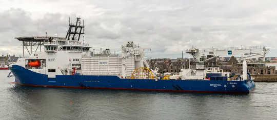 Os cabos submarinos são colocados em embarcações de alto mar especificamente projetadas para o trabalho. (parece loucura a Austrália poderá em breve exportar sol para a Ásia)