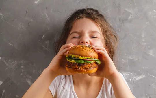 Alimentos de origen vegetal: las empresas por sí solas no deberían decidir cómo llamamos una hamburguesa vegetariana