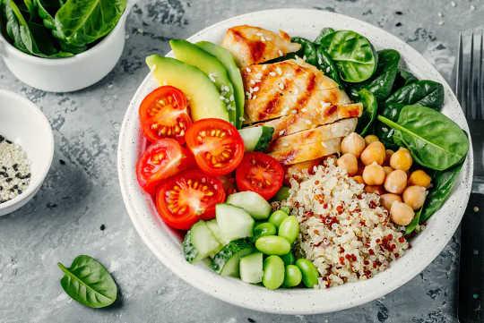 Por qué la variedad de alimentos es importante para su salud