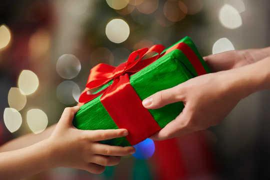 这个想法没有您想的那么重要。 送礼者往往高估了主动收到的礼物的程度。