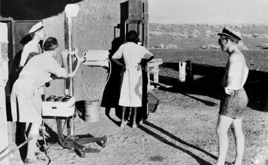 Röntgen i outbacken, en del av massundersökning för TB. (kyssar kan vara farligt hur gammal råd för tb verkar konstigt bekant idag)