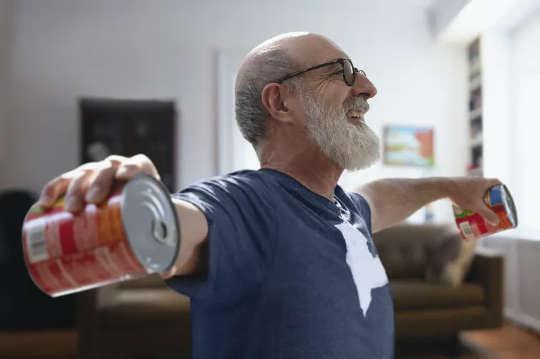Latihan di Rumah Ini Dapat Membantu Orang Tua Meningkatkan Sistem Kekebalan Tubuh dan Kesehatan Secara Keseluruhan Di Era COVID-19