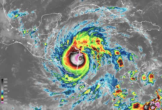 Các thiết bị vệ tinh chụp được cảnh Bão Iota đổ bộ vào Nicaragua vào ngày 16 tháng XNUMX. Hình ảnh cho thấy nhiệt độ của các đỉnh mây, cho các nhà khoa học biết độ cao của các đám mây.