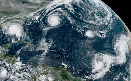 2020 अटलांटिक तूफान का मौसम एक रिकॉर्ड-ब्रेकर था, और यह जलवायु परिवर्तन के बारे में अधिक चिंताएं बढ़ा रहा है