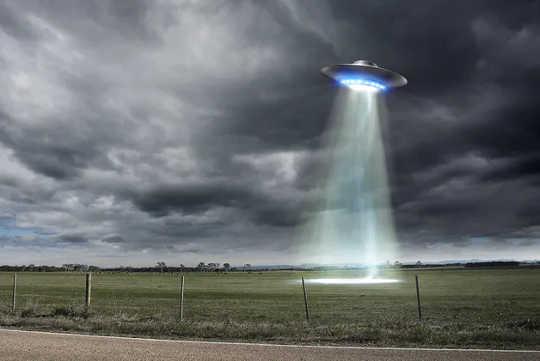 Tôi là một nhà thiên văn học và tôi nghĩ rằng người ngoài hành tinh có thể ở đó - Nhưng việc nhìn thấy UFO không thuyết phục