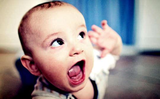 Hvorfor det å snakke med babyer kan forandre hjernen