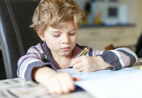 あなたの子供が読書、学校または社会的闘争を持っているならば、それはDLDであるかもしれません