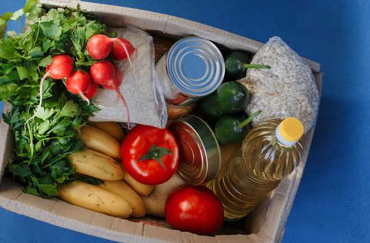مستشفى يقدم طعامًا مغذيًا مجانًا للأسر التي تحتاج إلى أكثر من رعاية طبية