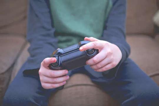 親と子供はビデオゲームについて異なる考えを持つことができます:なぜ大人はビデオゲームが悪いと思うのですか?