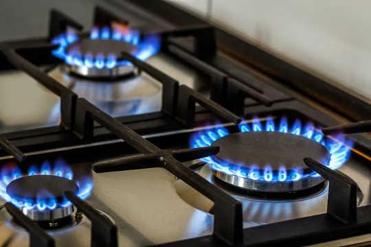 ¿Cocinar a gas está asociado con el empeoramiento del asma en los niños?