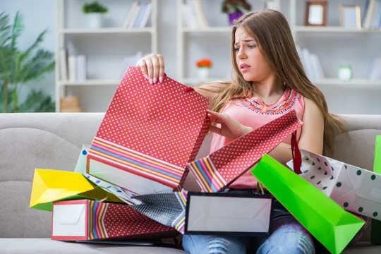 Rasa Tertekan Untuk Membeli Hadiah Krismas? Baca Ini (dan fikirkan dua kali sebelum membeli lilin)
