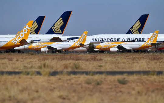 Aviones en tierra estacionados en una instalación de almacenamiento en Alice Springs, Australia.