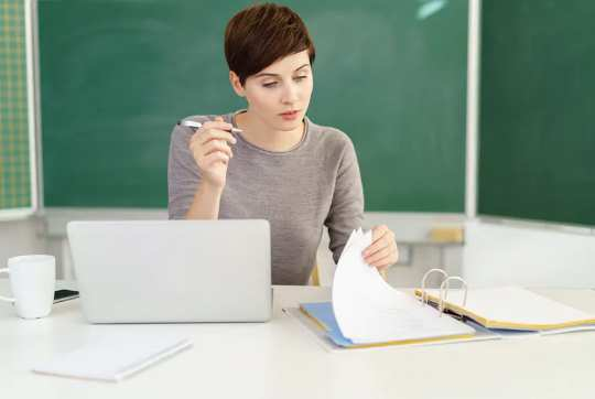 Bốn điều có thể thiên vị làm thế nào giáo viên đánh giá công việc của học sinh