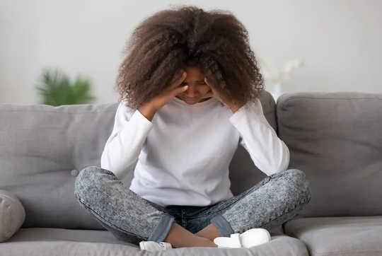 Lo que la discriminación racial hace al bienestar de los jóvenes