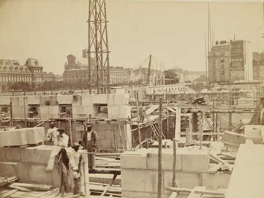A photograph of a construction site in Paris.