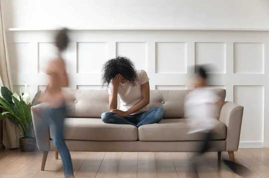 La dépression parentale et l'anxiété pendant le Covid-19 affecteront aussi les enfants