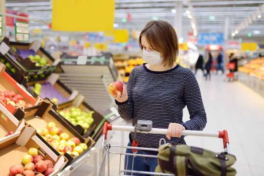 Perché una maschera riduce del 65% il rischio di coronavirus