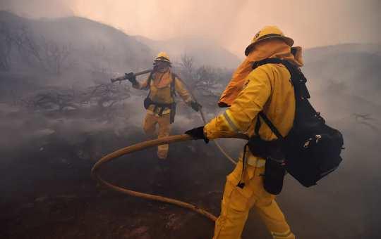 Bakit Ang Usok Mula sa Mga Wildfires ay Maaaring Mapapahamak ang Covid-19 na Panganib
