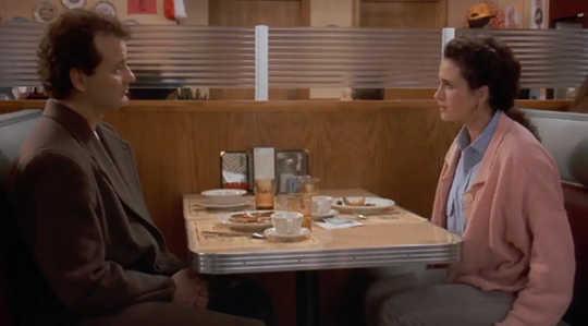 菲爾和麗塔共進晚餐。