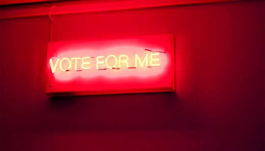 Varför politiska annonser inte verkligen övertalar väljarna