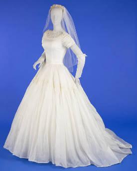 لباس مجلسی کلاسیک مربوط به دوران 1950 (چرا عروس ها سفید می پوشند)