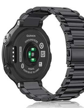 Bu Garmin akıllı saatin arka tarafı, kalp atış hızını ölçmek için kan damarlarını aydınlatmak için ışık kullanan sensörleri gösterir.