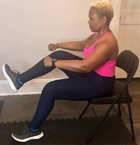 Hoe om u kern uit te werk terwyl u sit. (hierdie oefeninge tuis kan ouer mense help om hul immuunstelsel en algemene gesondheid te verhoog)