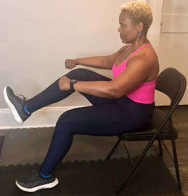 Bagaimana melatih otot inti Anda sambil duduk. (Latihan di rumah ini dapat membantu orang tua meningkatkan sistem kekebalan dan kesehatan mereka secara keseluruhan)
