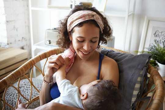 Pourquoi laisser les bébés prendre en charge la quantité qu'ils mangent