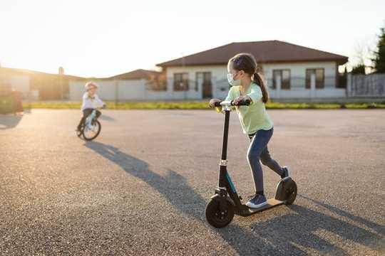 地域ベースの友情がコロナウイルスの時代の子供たちにカムバックします