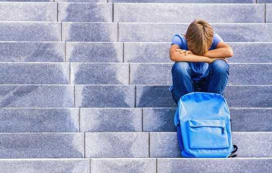 아이들이 학교에 돌아가는 것에 대해 불안감을 느끼도록 돕는 7 가지 팁