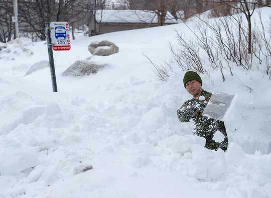 Ist Schneeschaufeln eine gesunde Übung oder eine tödliche Aktivität?