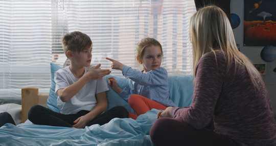 Cara Tetap Tenang Dan Mengelola Ketegangan Keluarga Mereka Selama Terkunci