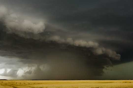 O que é um Derecho? Um cientista atmosférico explica esses sistemas de tempestade raros, mas perigosos