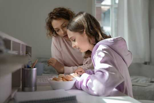 Как лучше всего помочь со школой дома