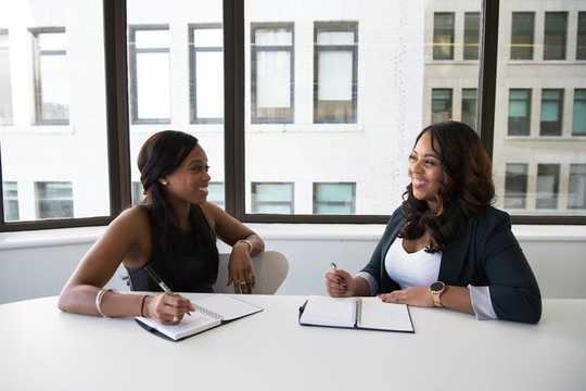 CEOs Negociam Negociação Melhor que Homens por Todas as Razões Erradas
