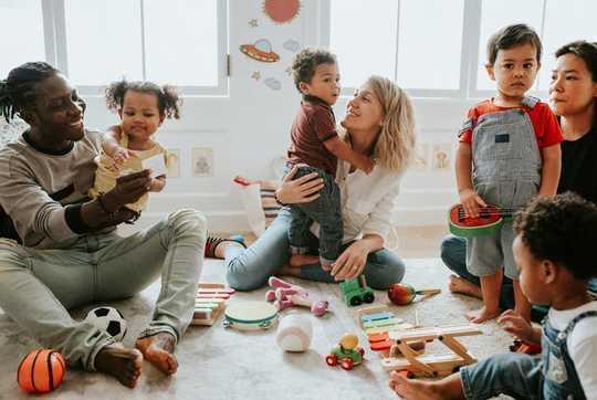 Mengapa Terlalu Mengasuh Anak Mengajari Anak-Anak Merasa Berhak